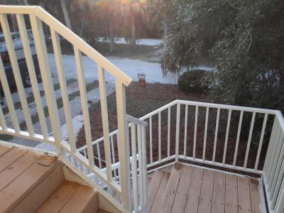 "<img src=""staircase.jpg"" alt=""outdoor staircase with aluminum railings"">"